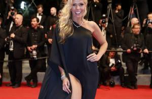 Adriane Galisteu vai com fenda poderosa ao red carpet do Festival de Cannes 2014