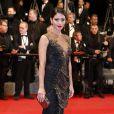 Carol Castro veste Samuel Cirnansck no tapete vermelho da première do filme 'The Rover' no Festival de Cannes 2014