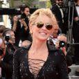 Sharon Stone veste Roberto Cavalli no tapete vermelho da premiére de 'The Search' no Festival de Cannes 2014