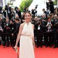 Elsa Zylberstein veste Lanvin no tapete vermelho da première de 'The Search' no Festival de Cannes 2014