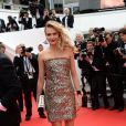 Cara Delevingne vete Chanel Couture no tapete vermelho da première de 'The Search' no Festival de Cannes 2014