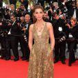 Clotilde Courau veste Valentino no tapete vermelho da première de 'The Search' no Festival de Cannes 2014