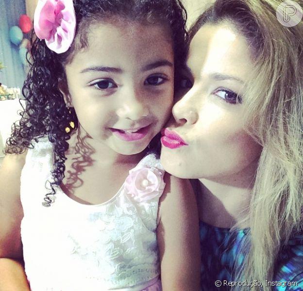 Alicia, filha mais velha de Samara Felippo com o jogador de basquete Leandrinho, completa 5 anos nesta quarta-feira, 25 de junho de 2014