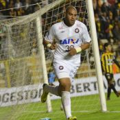Adriano pede emprego na Itália, depois ter contrato rescindido no Atlético-PR