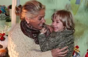 Adriane Galisteu leva o filho, Vittorio, à festa de aniversário em São Paulo