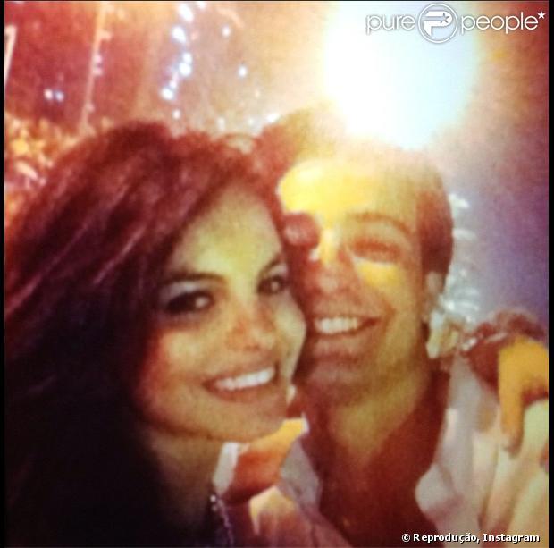 Sthephany Brito usa texto de Pedro Bial para se declarar ao namorado, Igor Schkovsky, pelo Instagram, em 31 de janeiro de 2013