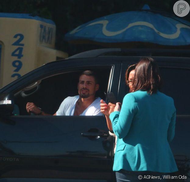 Cauã Reymond foi abordado por fãs na tarde desta quinta-feira, 5 de junho de 2014, na Barra da Tijuca, Zona Oeste do Rio de Janeiro