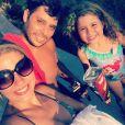 Debby Lagranha é casada com Leandro e mora em Vargem Grande