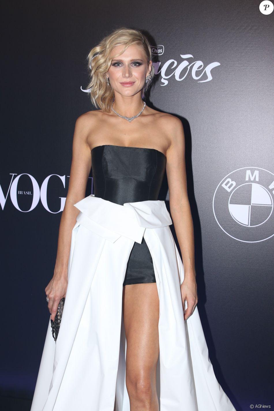 Celina Locks no Baile da Vogue, realizado no Hotel Unique, em São Paulo, na  noite desta quinta-feira, 1º de fevereiro de 2018 a7fca5c054
