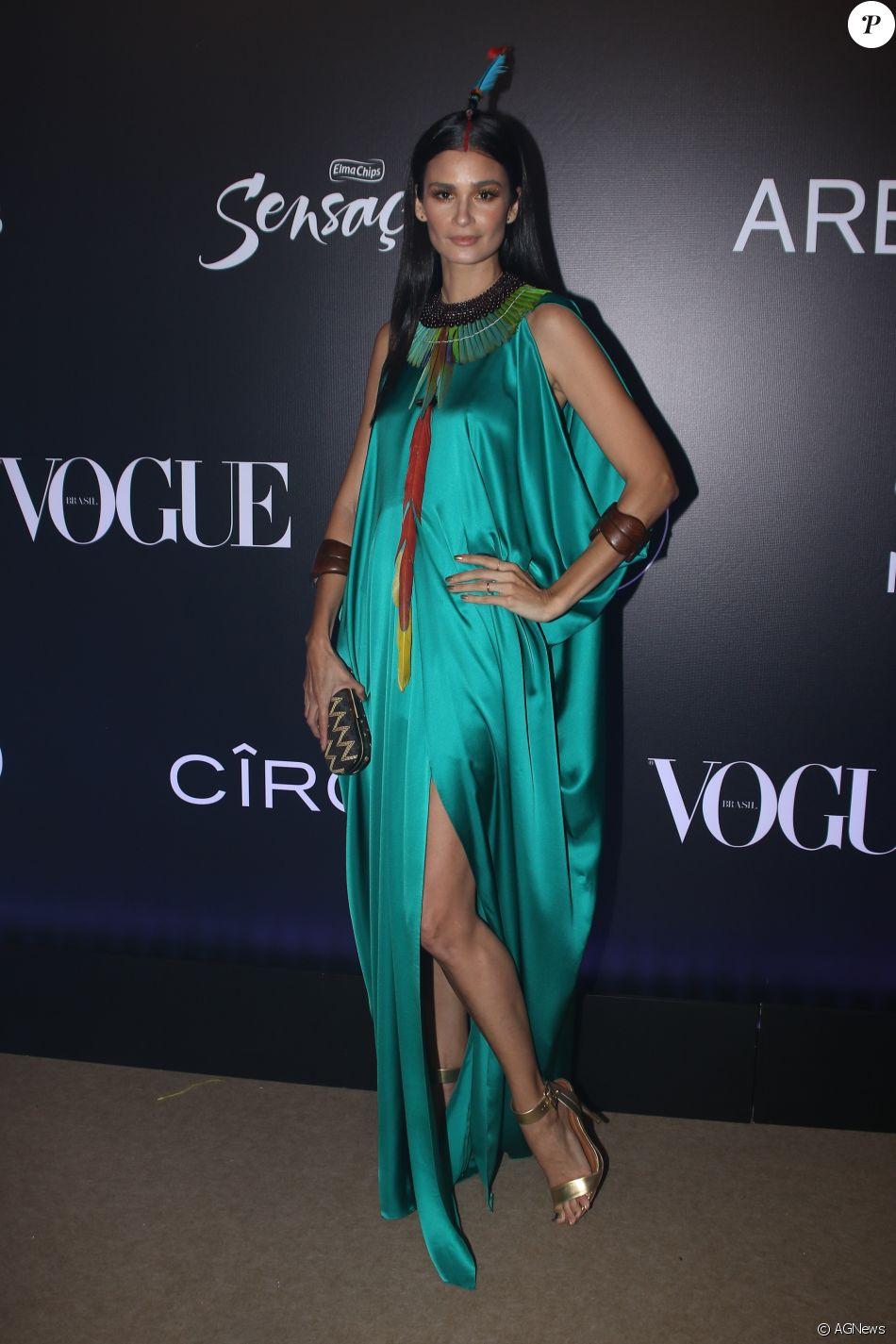 Caroline Ribeiro de Morena Rosa no Baile da Vogue, realizado no Hotel  Unique, em São Paulo, na noite desta quinta-feira, 1º de fevereiro de 2018 8ff2993cf4