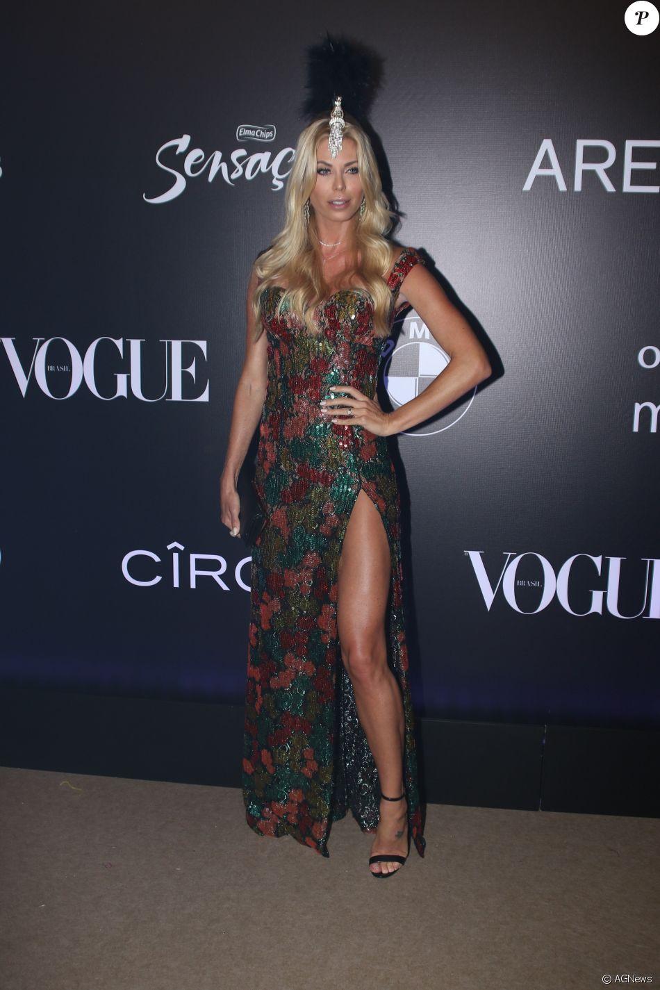 Caroline Bittencourt de Martha Medeiros no Baile da Vogue, realizado no  Hotel Unique, em São Paulo, na noite desta quinta-feira, 1º de fevereiro de  2018 6f89f5a8dc