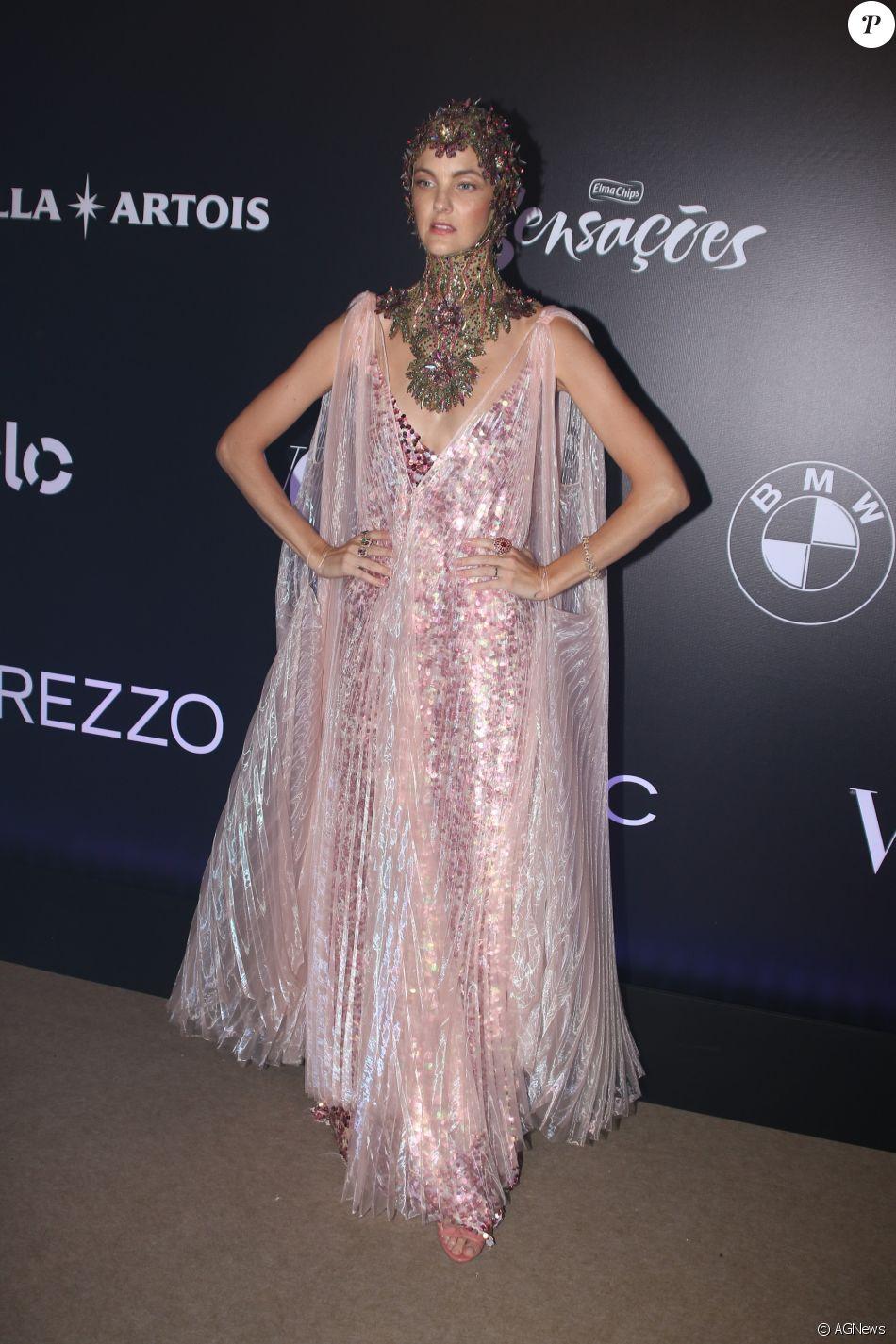 Carol Trentini de Le Lis Blanc no Baile da Vogue, realizado no Hotel  Unique, em São Paulo, na noite desta quinta-feira, 1º de fevereiro de 2018 bb79dc4fd7