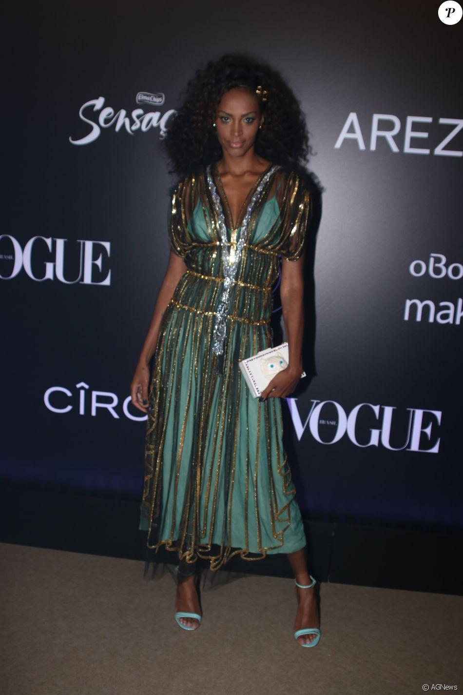 Anabela de Gucci no Baile da Vogue, realizado no Hotel Unique, em São  Paulo, na noite desta quinta-feira, 1º de fevereiro de 2018 7ca8ce8da7
