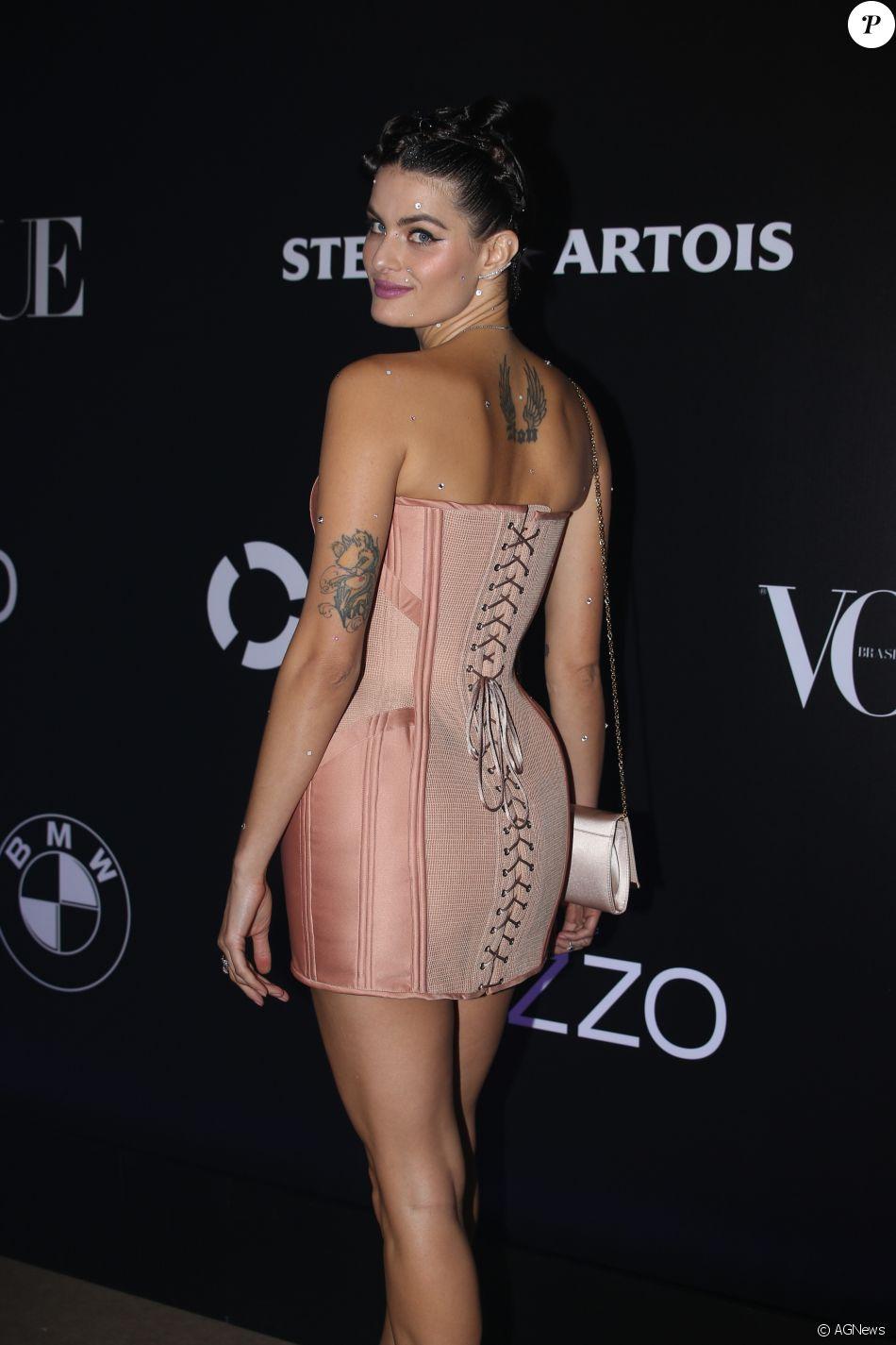 Isabeli Fontana de Morena Rosa no Baile da Vogue, realizado no Hotel  Unique, em São Paulo, na noite desta quinta-feira, 1º de fevereiro de 2018 c8cd0e9608