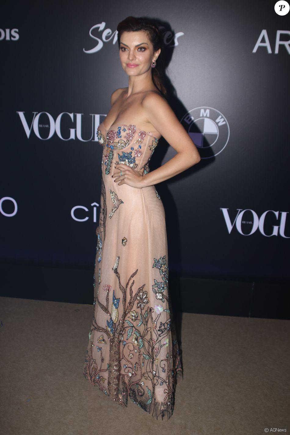 Mayana Neiva no Baile da Vogue, realizado no Hotel Unique, em São Paulo, na  noite desta quinta-feira, 1º de fevereiro de 2018 a818d614c6
