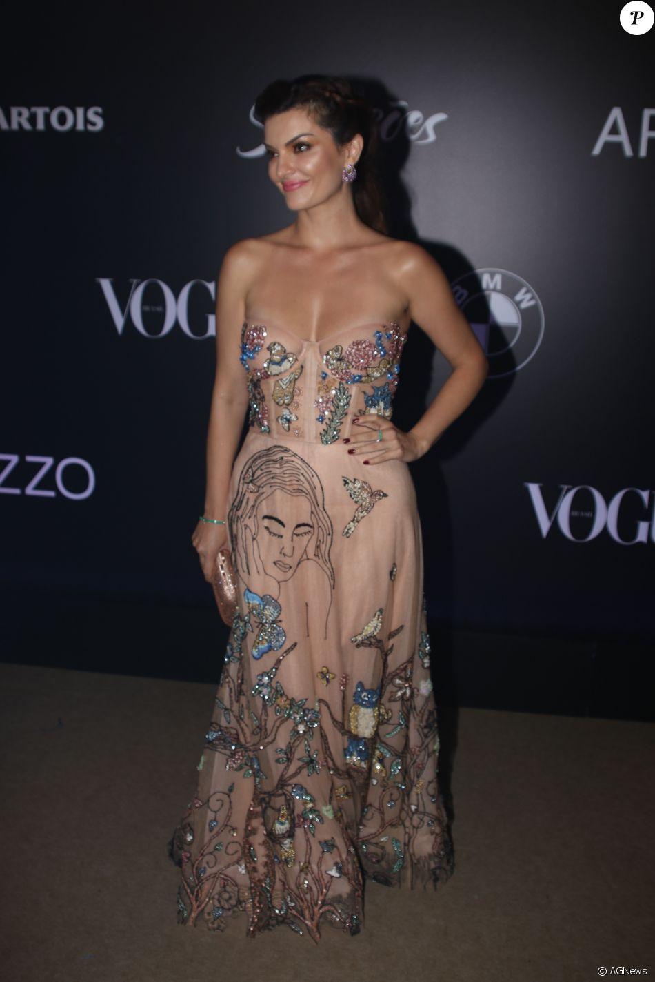 Mayana Neiva de Fabiana Milazzo no Baile da Vogue, realizado no Hotel  Unique, em São Paulo, na noite desta quinta-feira, 1º de fevereiro de 2018 9cb5c346c2