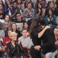 Ivete Sangalo abraça Mateus Solano após ator se emocionar ao recever cena de reconciliação entre seu personagem de 'Amor à Vida', Félix, e o pai, César (Antonio Fagundes)