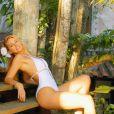 Márcia Gabrielle exibe seu corpão em campanha de maiô