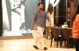Malvino Salvador faz compras na véspera do Dia dos Namorados em shopping do Rio