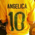 Angélica customiza camisa da Seleção Brasileira