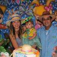 Debby Lagranha comemora 1 ano da filha, Maria Eduarda, com o marido, Leandro Franco