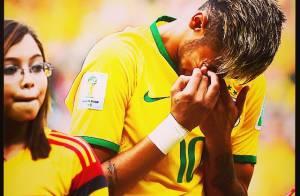 Neymar chora após torcida cantar abraçada o Hino Nacional no jogo do Brasil