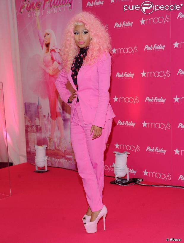 Nicki Minaj escolheu um look todo pink para o lançamento do seu perfume, dia 20/11/12