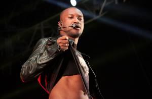 Thiaguinho exibe barriga sarada em show durante festa junina, em São Paulo
