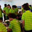 Neymar se despediu da delegação após o almoço deste sábado