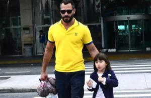 Malvino Salvador desembarca com a filha mais velha, Sofia, no Rio de Janeiro