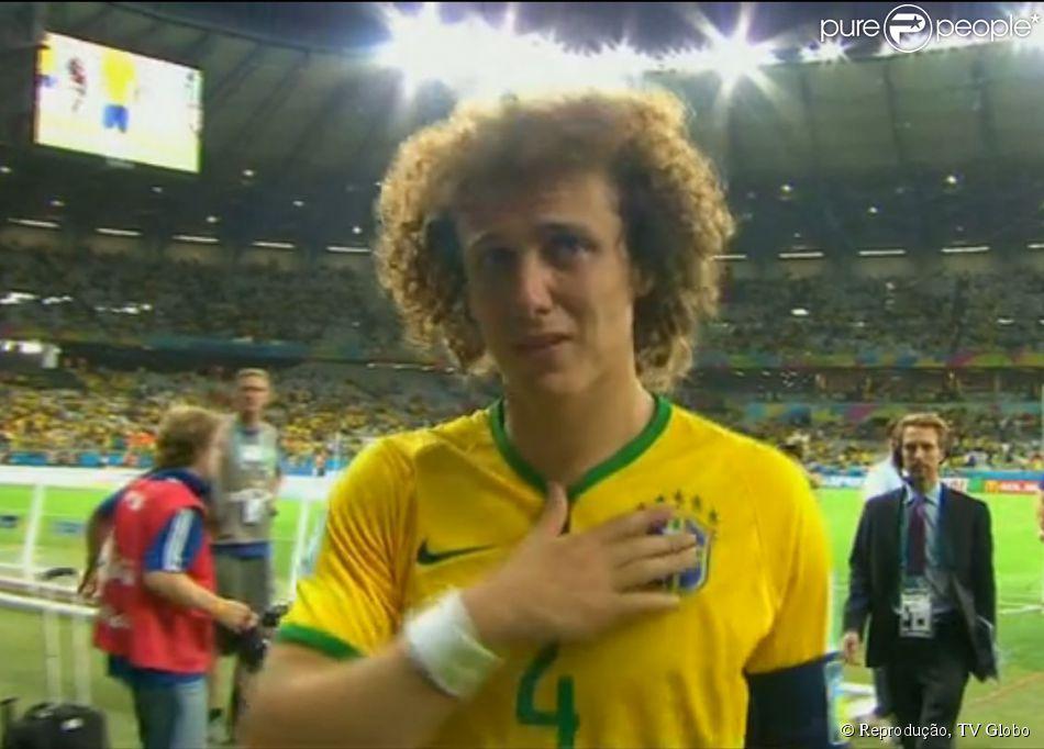 David Luiz saiu do campo aos prantos após a derrota do Brasil por 7 a 1 6f68a7427050a