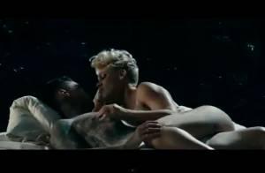 Seminua, Pink roda cenas quentes com o marido, Carey Hart, em novo videoclipe