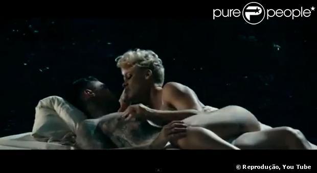 Pink protagoniza cenas quentes com o seu marido, Carey Hart, em seu novo clipe, 'Just Give me a Reason', divulgado em 5 de fevereiro de 2013