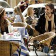 Luiza (Bruna Marquezine) se interessa por um músico que conhece em Paris, no último capítulo de 'Em Família'