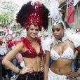 Bruna Marquezine e Roberta Rodrigues desfilam pela Grande Rio no Carnaval 2013