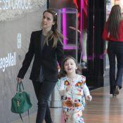 Débora Falabella e a filha, Nina, se divertem em passeio e vão ao cinema no Rio