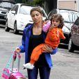 Grazi Massafera busca a filha Sofia na escola na Barra da Tijuca, na Zona Oeste do Rio de Janeiro, na quarta-feira, 27 de agosto de 2014