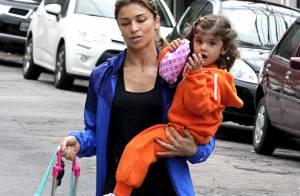 Grazi Massafera busca a filha, Sofia, na escola após malhar em academia no Rio