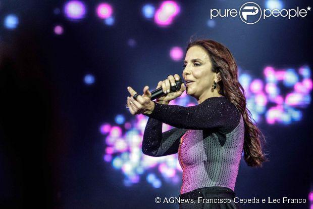 Isabella Fiorentino vai ao show de Ivete Sangalo em comemoração aos 20 anos de carreira da cantora