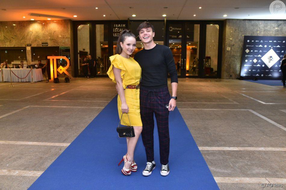 Larissa Manoela foi acompanhada do namorado, Leonardo Cidade, à 4° edição  do Prêmio 830f11f9ac
