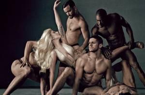 Lady Gaga aparece com modelos seminus em fotos promocionais de seu novo perfume