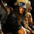 Rihanna usa chapéu em look estiloso para Semana de Moda