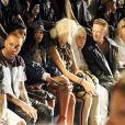 Rihanna assiste ao desfile ao lado de Nicky Minaj, Yolandi Visser e Tyga