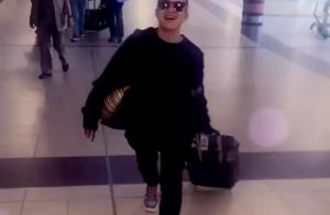 Com 3 dias de folga, namorada de Nanda Costa vai à África visitar atriz. Vídeo!