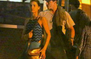 Romulo Neto e Pâmela Tomé trocam beijos ao deixar restaurante no Rio. Fotos!