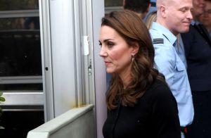 Bem natalina! Kate Middleton inspira para fim de ano com saia xadrez vermelha