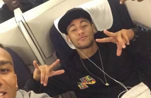 Neymar volta a Barcelona com jogadores após amistoso do Brasil contra o Equador