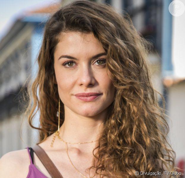 Isabel (Alinne Moraes) se vinga de Cris (Vitória Strada) com matéria falsa nos próximos capítulos da novela 'Espelho da Vida': 'Causou um prejuízo'