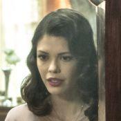 'Espelho da Vida': Cris retorna ao presente com roupas de Júlia e se desespera