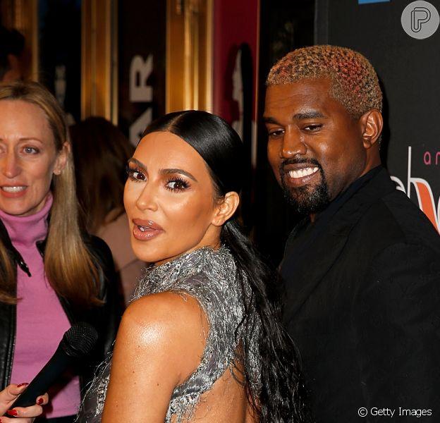 Kim Kardashian postou fotos de seu álbum de natal com o marido, Kanye West, e três filhos